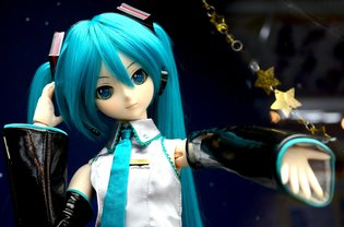 Dollfie Dream Hatsune Miku is Coming to Perform in Your Room Next Fall!