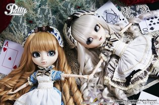 "The Cute Pullip Series Takes on *Alice in Wonderland*! Welcome to the World of ""Classical Alice""!"