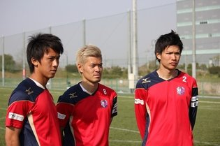 "Ogihara, Yamaguchi, and Kotani of Cerezo Osaka Challenge Themselves with Recreating Tsubasa Ozora's and Tarō Misaki's ""Twin Shot""!"