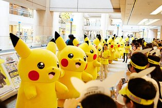 1,000 Pikachus Take Over Yokohama!
