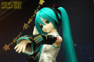A Gorgeous Dollfie Dream Hatsune Miku Debuts! Fans Come to Photograph Her in Her Senbonzakura Outfit!