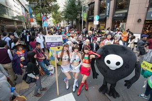 Cosplay Parade Brings Excitement to Ikebukuro!