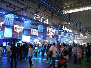 TGS 2013 Attendees Demo Numerous Games on the New PlayStation 4 Console!