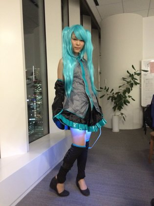 "Zettai Ryoiki Evolves into the Shining ""Komorehi Ryoiki""! Illuminated Miku Skirt Developed"