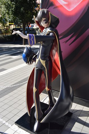 Life-Size Figures of Lelouch and C.C. Set Up in Front of Bellesalle Akihabara