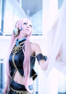 Luka Megurine Cosplay (Vocaloid)