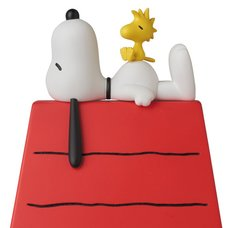 Vinyl Collective Dolls Peanuts Snoopy w/ Woodstock & Dog House