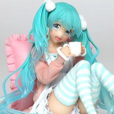 Hatsune Miku: Casual Wear Ver. Non-Scale Figure
