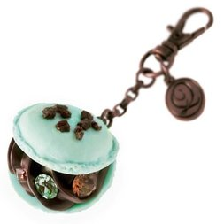 Q-pot. Mint Chocolate Petit Macaron Bag Charm