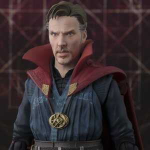 Figures & Dolls / Action Figures / S.H.Figuarts Doctor Strange & Burning Flame Set