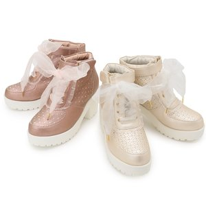 LIZ LISA Heart Cut-Out Sneakers