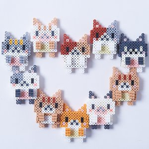Toys & Knick-Knacks / Collectable Toys / Perler Bead Laptop Clinging Cats