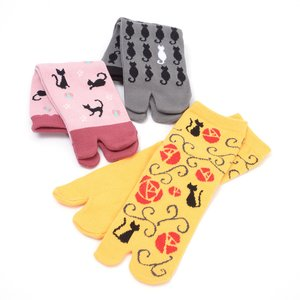 Home & Kitchen / Roomwear & Sleepwear / J-Fashion / Socks & Tights / Nagomi Modern Japanese Cat Tabi Socks