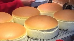 JAPAN / Japan's Bouncy Cheesecakes are Love at First Sight
