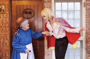 Cosplayer's Grandmother Joins Photo Shoot for Most Heartwarming Howl's Moving Castle Cosplay Ever