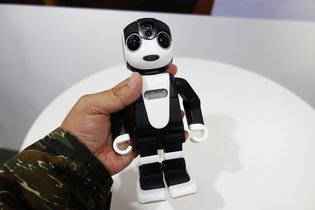 "It's Not a ""Smartphone"" - It's ""RoBoHon""! Sharp Debuts ""RoBoHon"" Robot That Also Turns into a Smartphone at CEATEC 2015"