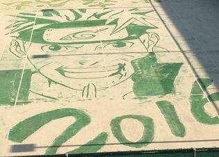 ANIME / Japanese school bids farewell to graduating students with amazing Naruto tennis court sand art