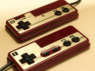 I Want This! FC Mobile, the Portable Game Console for Famicom Cartridges Is Too Awesome