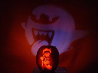 "American Artist Creates Pumpkin Art of the World of ""Luigi's Mansion"""