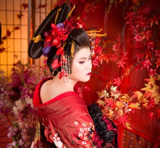 Our Male Reporter Transforms into a Beautiful Japanese Courtesan at Tokyo Photo Studio