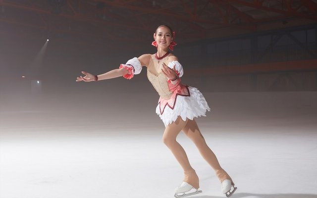 Madoka Takes to the Ice in Magia Record Anniversary Ad Featuring Olympic Gold Medalist!
