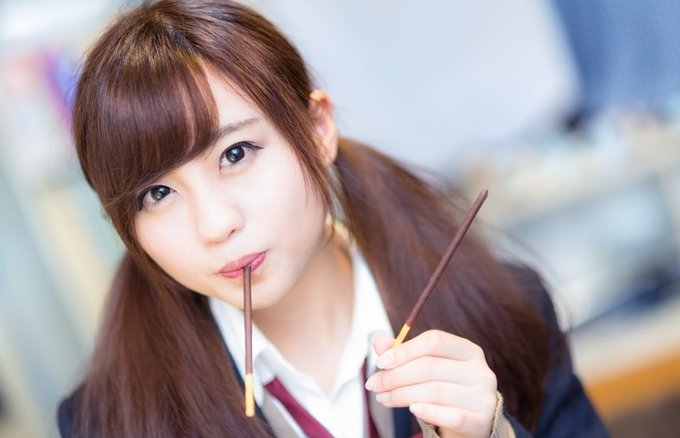 Japanese girls taking pictures of food isn t a stereotype it s totally true sneak peek at her - Teen japan girls ...