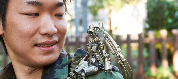 picture of Daisuke Shimodaira - A Master in the World of Magnificent Junk Art [1/2]