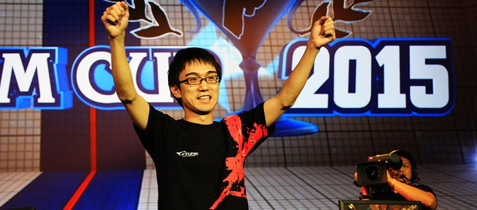 "picture of Kazunoko Wins ""Ultra Street Fighter IV"" World Championship Capcom Cup Finals 2015!"